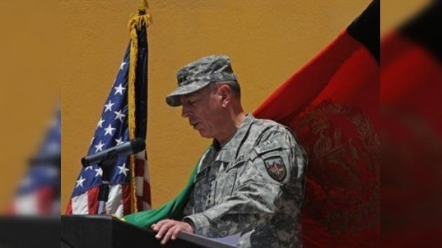 Petraeus asume el mando de las tropas internacionales en Afganistán