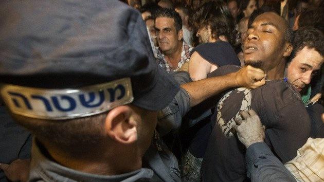 VIDEO: La Policía israelí dispersa con violencia a los manifestantes