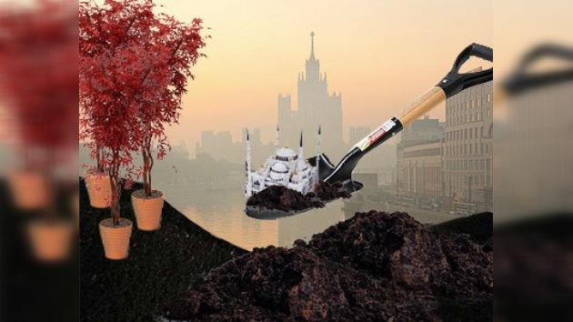Moscovitas plantaron árboles contra la construcción de una mezquita