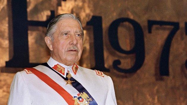 Abren el testamento original de Pinochet