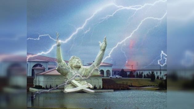 Un rayo incendia una gran estatua de Jesucristo en Ohio
