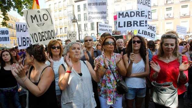 España: la petición contra la reforma de la Ley del Aborto consigue más de 100.000 firmas