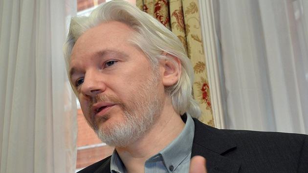 Assange presenta una demanda por escuchas en su asilo de Londres