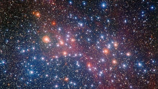 Captan espectacular imagen de uno de los cúmulos de estrellas más brillantes