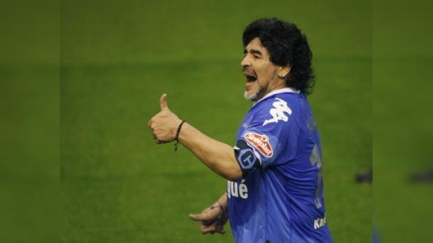 Operan con éxito a Diego Maradona en Dubái