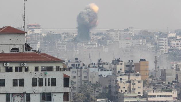 Un ataque captado por las cámaras: bombardeo israelí destruye residencia en Gaza