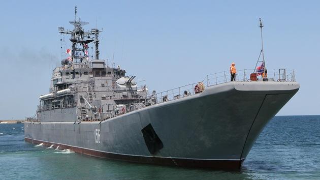 Un gran buque de desembarco ruso se prepara para zarpar hacia Siria