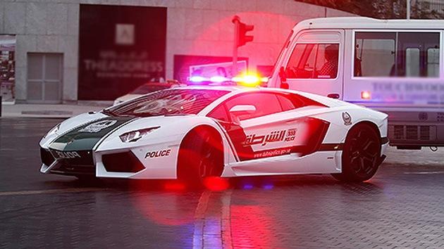 Autoridad y lujo: La Policía de Dubái renueva su parque automovilístico