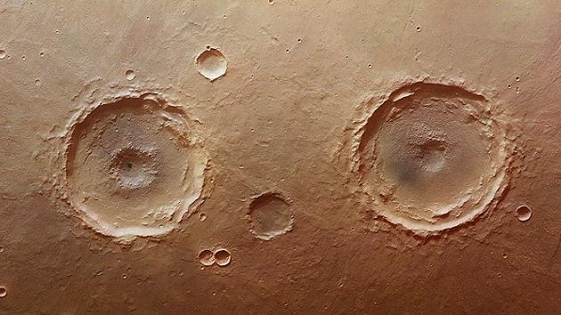 Los 'ojos' del planeta rojo: Hallan una pareja de cráteres gemelos en Marte