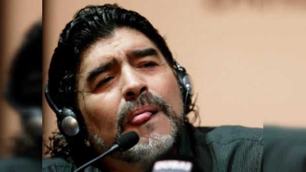 Maradona, multado con 2.450 dólares por 'insultar' a otro técnico