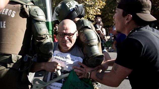 Al menos 50 detenidos en violentos choques entre la Policía y manifestantes en Chile