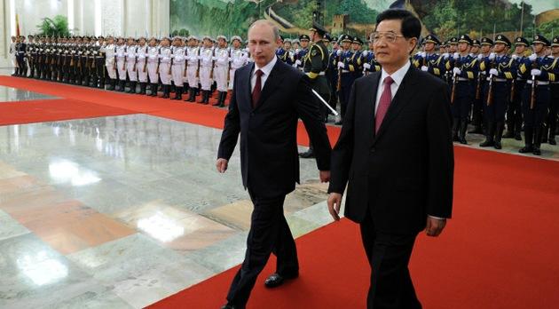 """Vladímir Putin: """"No se puede formar la agenda global a espaldas de Rusia y China"""""""