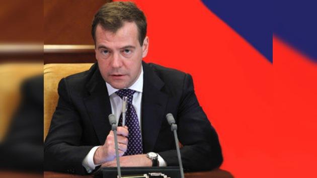 Medvédev celebra una multitudinaria rueda de prensa en Skólkovo