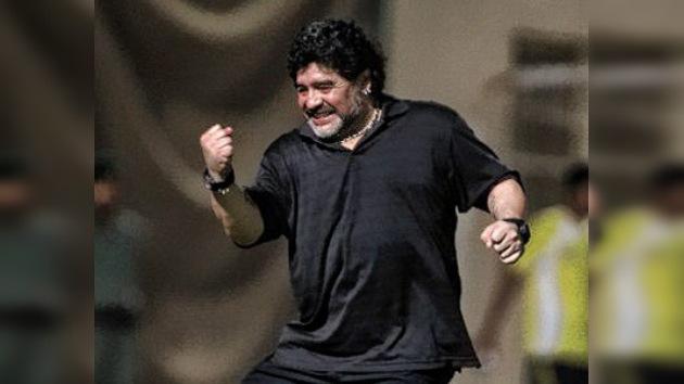 Maradona debuta con buen pie en los Emiratos Árabes
