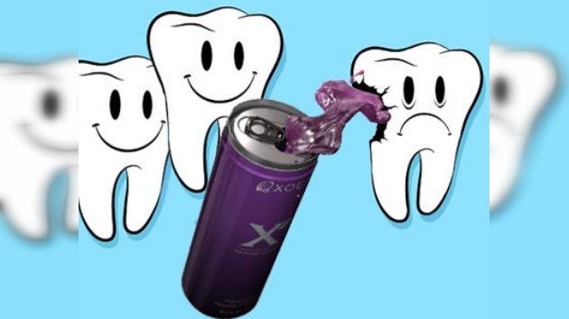 Las bebidas energéticas causan un desgaste irreversible al esmalte dental