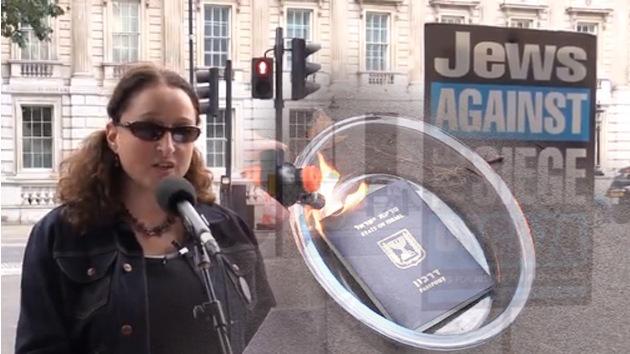 Video: Una mujer quema su pasaporte israelí en Londres por el operativo en Gaza