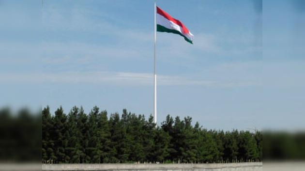 Tayikistán entra en el Guinness por el mástil de bandera más alto del mundo
