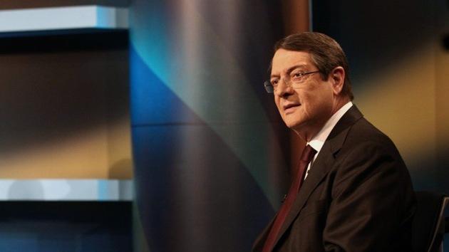 Chipre: Acusan a la familia del presidente de sacar 21 millones de euros en plena crisis