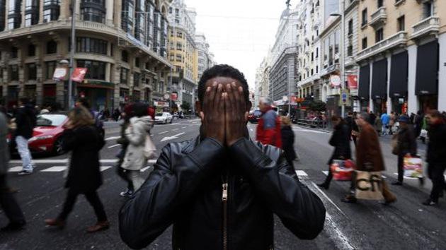 """La Policía española a un inmigrante africano: """"Ya puedes declarar 161 detenciones"""""""