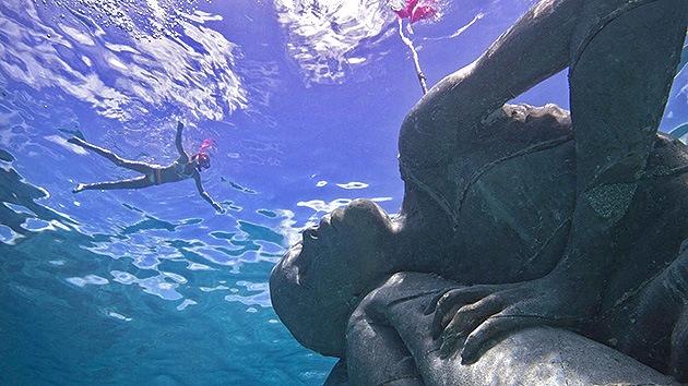 Fotos: La 'escultórica' mujer que sostiene el océano