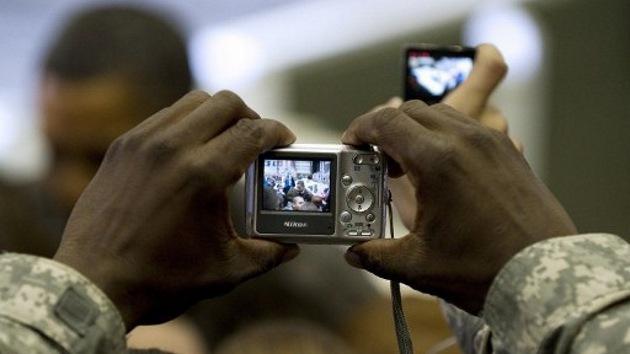 La OTAN prohíbe a sus tropas disparar... fotos