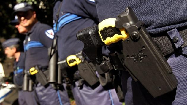 Policías de EE.UU. aplican electrochoques a un sordo que sufría un ataque diabético