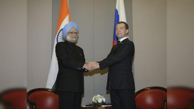 Medvédev, con amplio programa, llega en visita oficial a la India