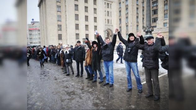 Movilización política en Moscú: 'Un gran círculo blanco' eclipsado por el 'amor' de Putin