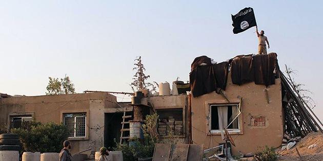 Activistas: El Estado Islámico habría derribado un avión militar sirio