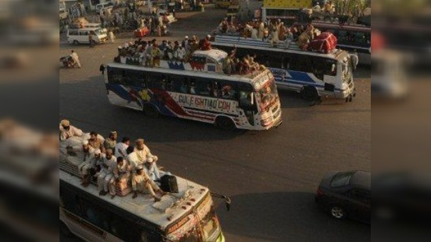 Al menos 18 muertos en un ataque contra un bus de pasajeros en Pakistán