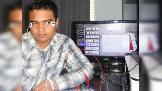Un hondureño crea un sistema de mecanografía controlado con los ojos