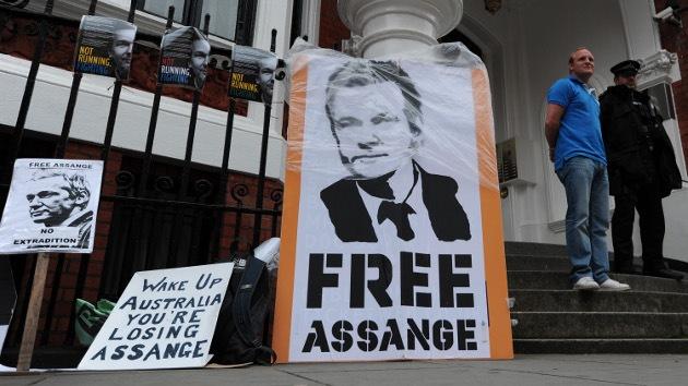 Expira el plazo para extraditar a Julian Assange a Suecia