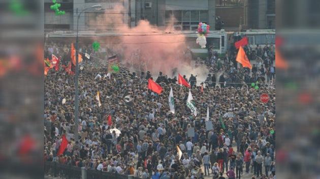 La marcha de la oposición en Moscú se salda con duros enfrentamientos con la Policía