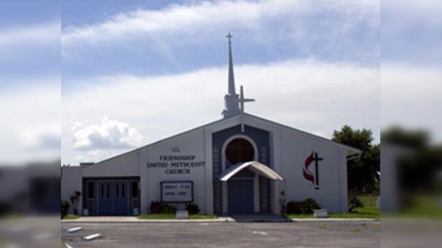 Una pareja estadounidense se suicida al lado de la iglesia que ofició su matrimonio