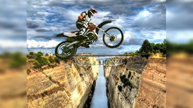 Robbie Maddison conquista el canal de Corinto