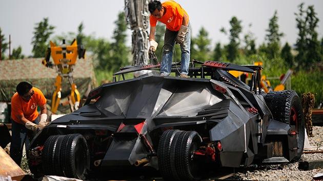 ¿Qué hacer con 10 toneladas de chatarra de metal? Una copia exacta del Batimóvil