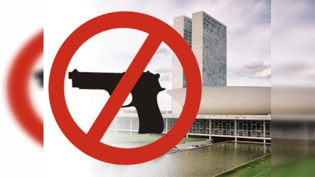 Senadores brasileños proponen plebiscito sobre venta de armas