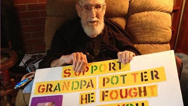 Veterano de 92 años evita ser desalojado por su hija gracias a su nieta y los internautas