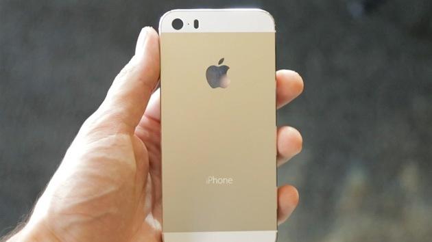 Un estadounidense 'contrata' a indigentes para comprar varios iPhone 5S