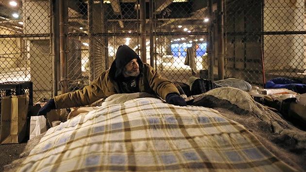 Lo último en fotos 'selfie': retratarse con personas sin hogar