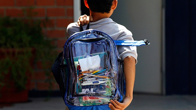 Argentina: Proponen mochilas transparentes para que los estudiantes no lleven armas