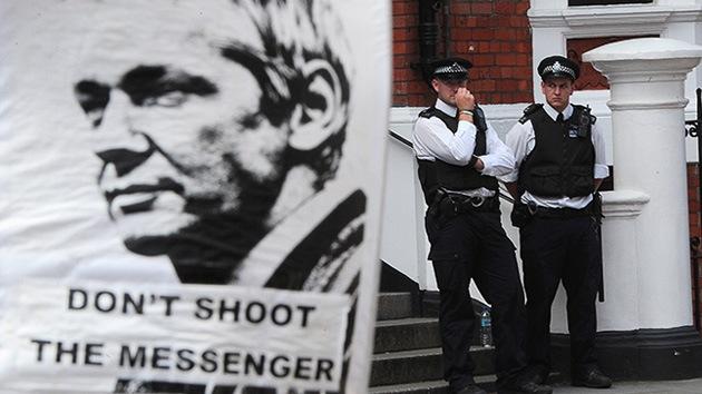 Reino Unido no dejará marchar a Assange, 'cueste lo que cueste'