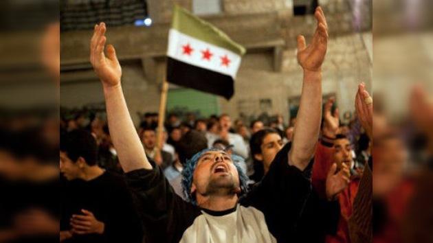 Medios sirios acusan a EE. UU. de equipar a Al Qaeda
