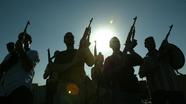 Rebeldes sirios decapitan a un hombre frente a varios niños