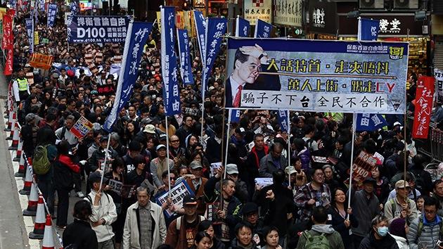 """Fotos: Miles de personas marchan en Hong Kong en contra de un líder """"Pinocho"""""""