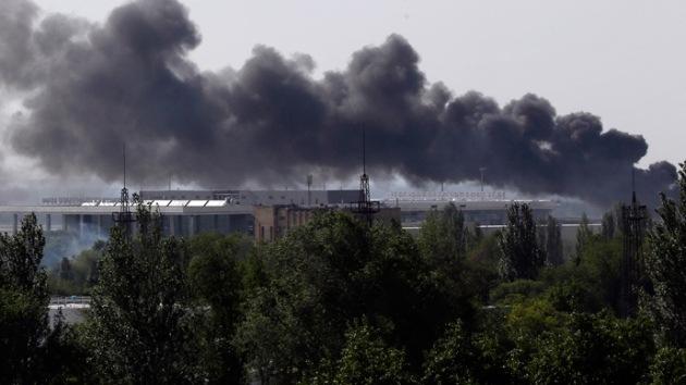 24 muertos al impactar un proyectil contra un camión que lucía la Cruz Roja en el este de Ucrania