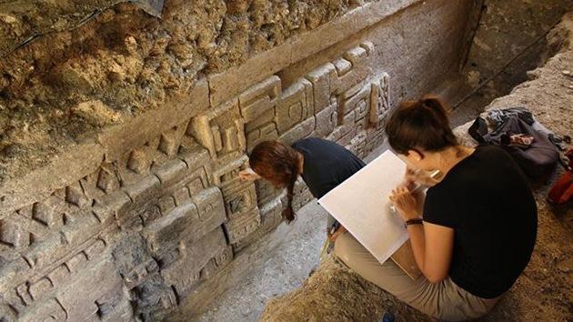 Descubren un gran friso maya bien conservado en Guatemala