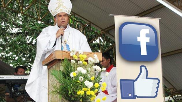 """Un obispo promueve la fe en la Red: """"Dios te dice: ¿quieres ser mi amigo en Facebook?"""""""