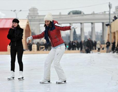 Abre sus puertas la pista de patinaje más grande de Europa, en Moscú