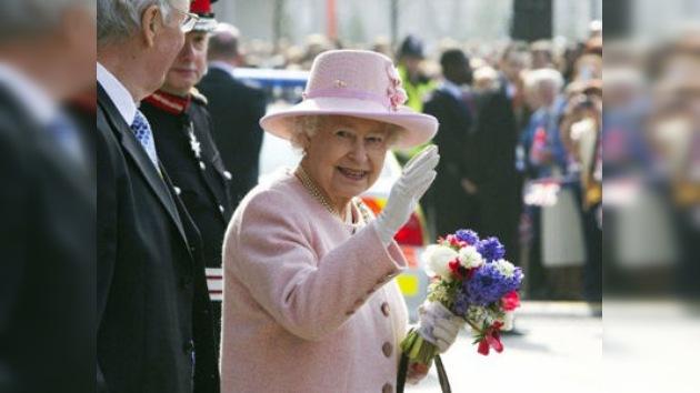 Isabel II asiste por sorpresa a una boda de ciudadanos corrientes
